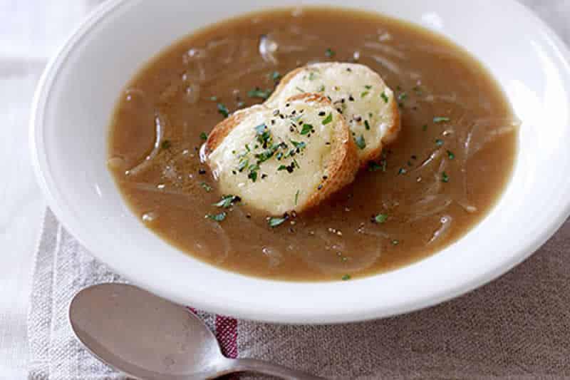 Soupe aux oignons facile au thermomix recette thermomix - Recette soupe thermomix ...