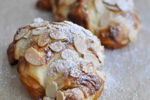 Croissants fourrés à la crème d'amande au Thermomix